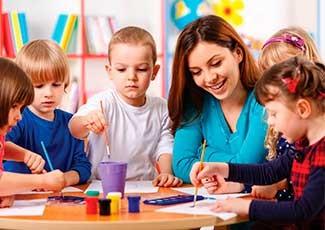 Auxiliar de Creche e Berçarista
